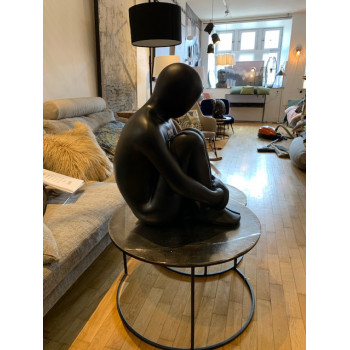 Statue assise