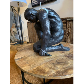 Statue homme poing